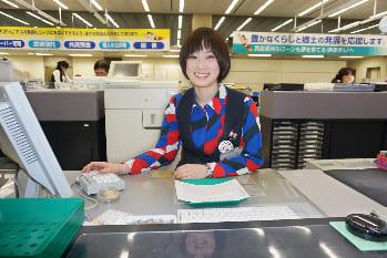 秋田銀行 本店営業部 渡辺 知世さん(聖霊女子短期大学卒)